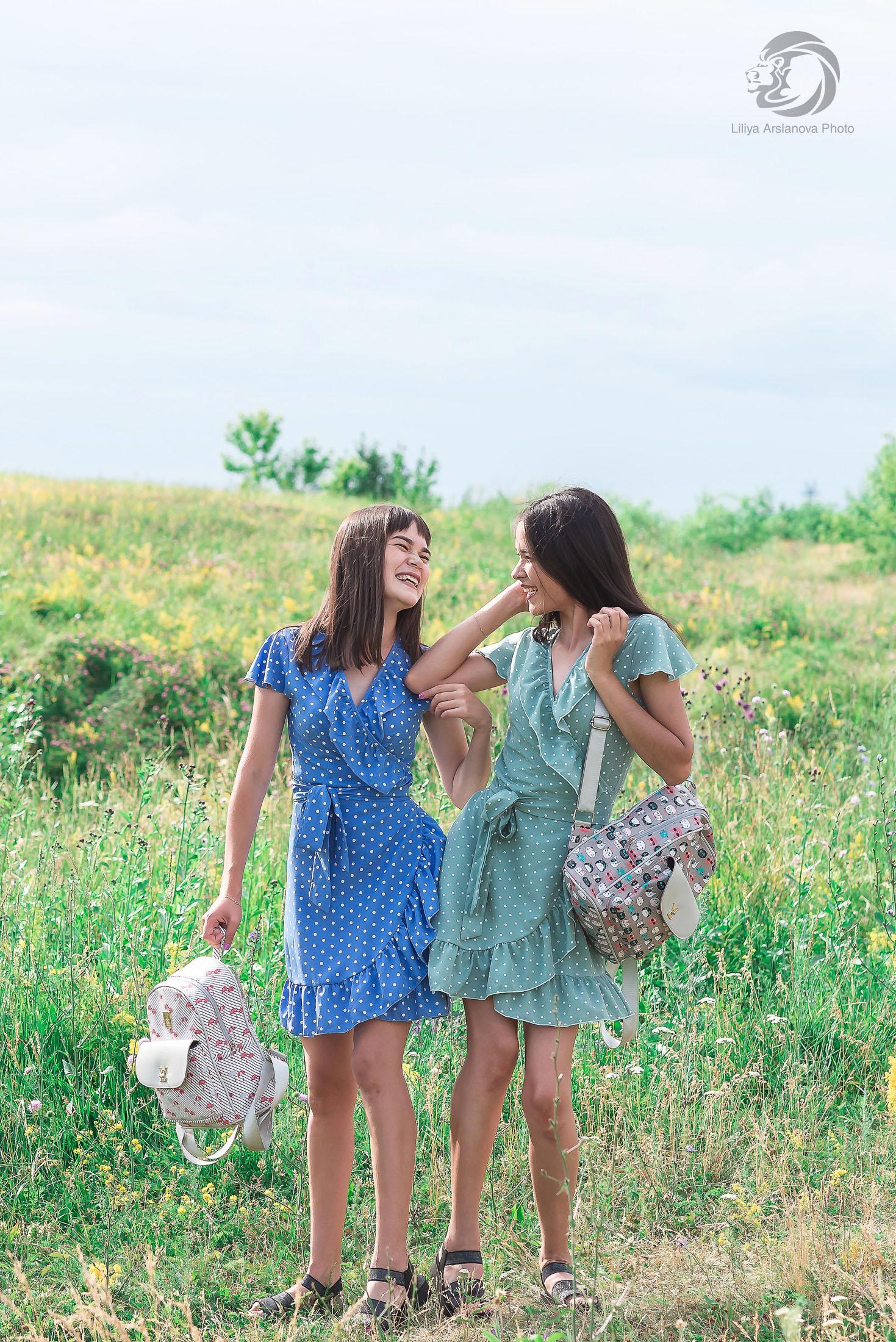 фотосессия сестер +на природе, фотосессия двух сестер, фотограф Стерлитамак Лилия Арсланова, sisters, sisters photo, фотограф сестер, девушки стерлитамак Лилия Арсланова веселье