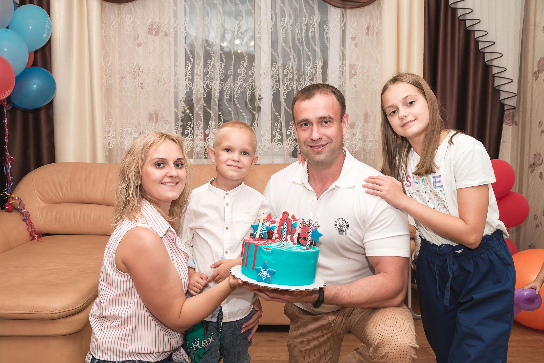 фотограф стерлитамак, фотограф Красноусольск, детский фотограф, фотограф в детский сад,детский и семейный фотограф стерлитамак,  фотограф на детский день рождения стерлитамак,  фотограф на детский праздник   семья и торт