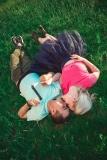 Фотосессия Лав стори в Стерлитамак пара, влюбленные в Стерлитамаке лёжа на траве