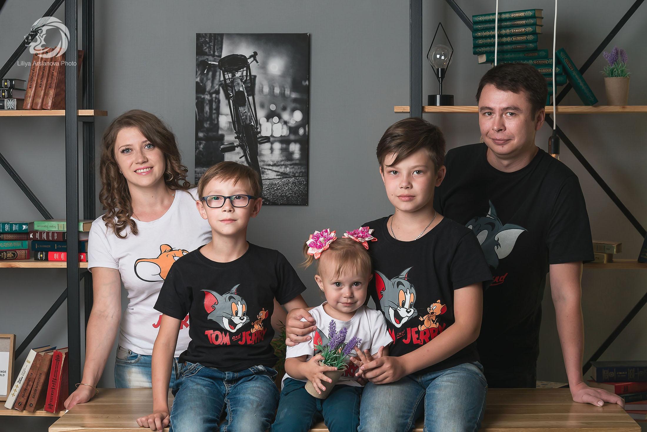 """В студии """"Апрель"""", семейная фотосессия в Стерлитамаке, фотосессия стерлитамак заказать, фотостудия стерлитамак, заказать съемку в фотостудии Стерлитамак, фотограф Лилия Арсланова"""