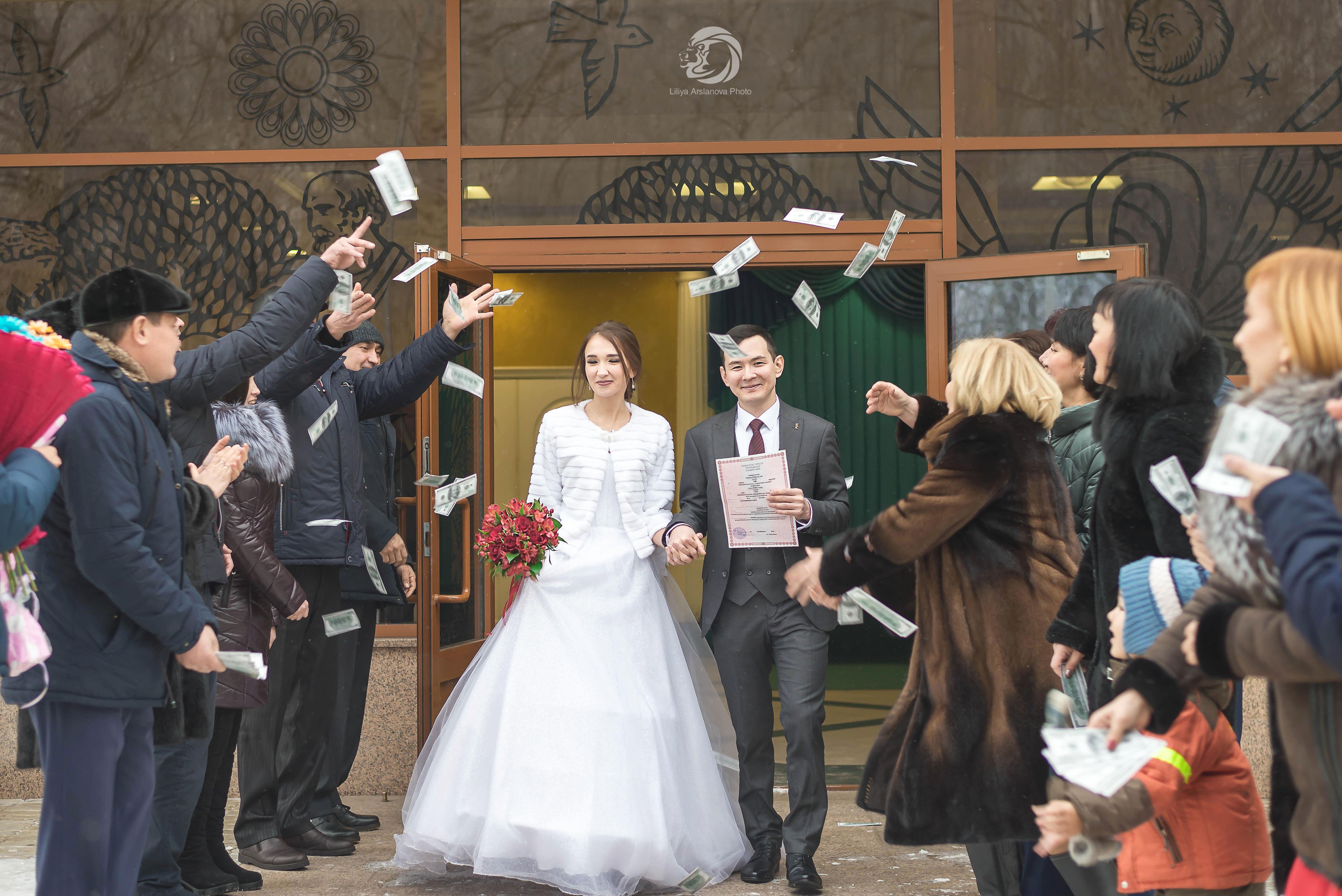 Встреча молодых родными. Свадебный фотограф Стерлитамак , свадебный фотограф Красноусольск, фотограф на свадьбу стерлитамак недорого, фотограф свадебный цена стерлитамак санаторий красноусольск