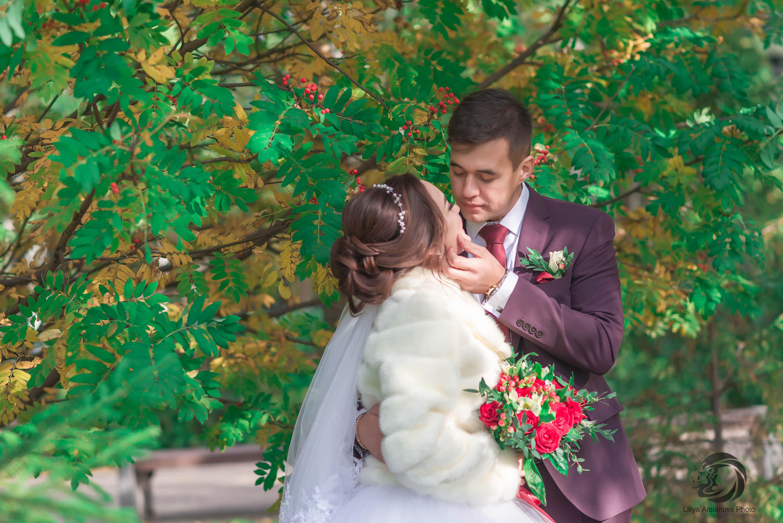 Под сенью деревьев. Свадебный фотограф Стерлитамак , свадебный фотограф Красноусольск, фотограф на свадьбу стерлитамак недорого, фотограф свадебный цена стерлитамак санаторий красноусольск