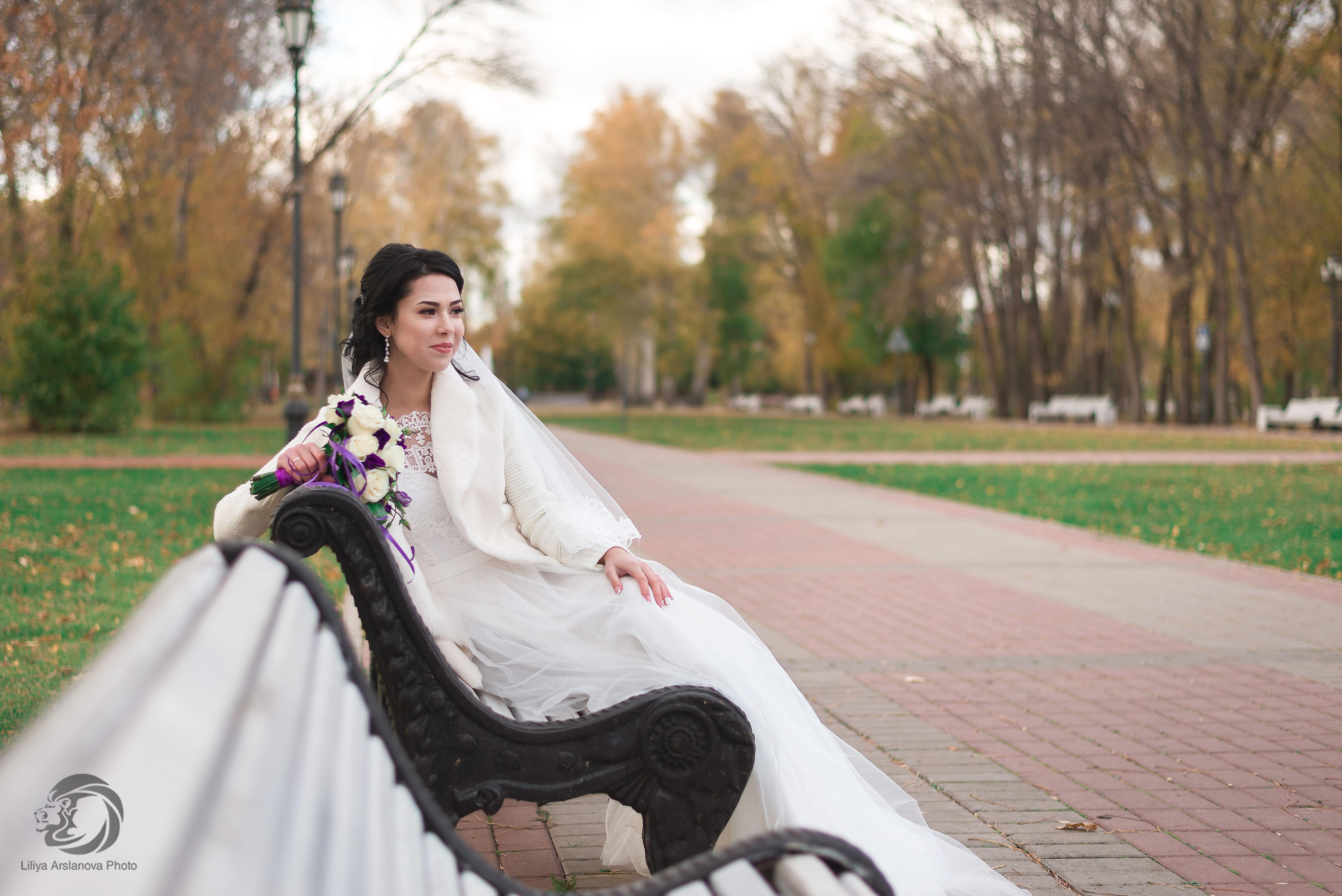 Невеста в парке. Свадебный фотограф Стерлитамак , свадебный фотограф Красноусольск, фотограф на свадьбу стерлитамак недорого, фотограф свадебный цена стерлитамак санаторий красноусольск